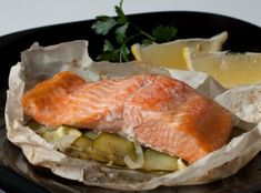 Russian easy and healthy recipe how to bake salmon fillets in parchment packets (en Papillote) with zucchini, onion, lemon, and butter. No Salt Recipes, Cooking Recipes, Healthy Recipes, All Fish, Salmon Fillets, Baked Salmon, Fish And Seafood, Seafood Recipes, Ham