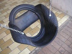 tire recycling diy - I've never seen this version of a tire swing. by luz Tyres Recycle, Reuse Recycle, Recycled Tires, Recycled Crafts, Recycler Diy, Tire Craft, Tire Swings, Used Tires, Swinging Chair