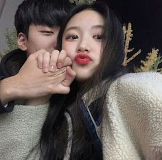 Ulzzang Couple, Ulzzang Girl, Anime Couples, Cute Couples, Brother And Sis, Korean Best Friends, Lee Know Stray Kids, Role Player, Couple Goals Relationships