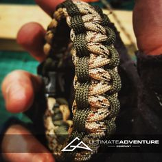 This high quality cobra weave 550 paracord survival bracelet is made from OD green and light tan desert camo paracord. Paracord Tutorial, 550 Paracord, Cobra Weave, Desert Camo, Outdoor Crafts, Edc Gear, Paracord Bracelets, Survival Gear, Fathers Day Gifts