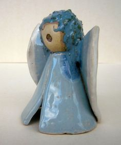 OktoberWelle, Small angel ceramic – a unique product by beckkeramik on DaWanda Source by Christmas Decorations, Christmas Ornaments, Holiday Decor, Pottery Angels, Clay Art Projects, Pottery Classes, Christmas 2019, Ceramic Art, Decorative Bells