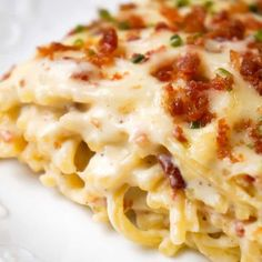 Bacon Cream Cheese Baked Spaghetti - This is Not Diet Food Bacon Cream Cheese Baked Spaghetti is a delicious pasta recipe loaded with crumbled bacon, Philadelphia Whipped Chive cream cheese and mozzarella cheese. Creamy Spaghetti, Baked Spaghetti, Spaghetti Recipes, Chicken Spaghetti, Chicken Alfredo, Spaghetti Sauce, Baked Cream Cheese Spaghetti, Baked Pasta Recipes, Diet Recipes