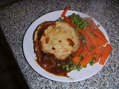 Frugal Queen: Homemade steak and kidney pies Steak And Kidney Pie, Frugal, Food To Make, Lamb, Rolls, Budget, Yummy Food, Homemade, Queen