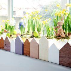 Fensterdeko für Ostern und Frühling selber basteln für Frühlingsgefühl im Haus. Noch mehr Deko Ideen gibt es auf www.Spaaz.de