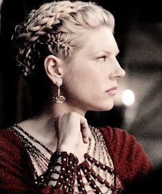 Katheryn Winnick ✾ as Lagertha on Vikings Cheveux Lagertha, Lagertha Hair, Lagertha Costume, Lagertha Vikings, Lagertha Lothbrok, Braided Hairstyles, Wedding Hairstyles, Viking Hairstyles, Braided Updo