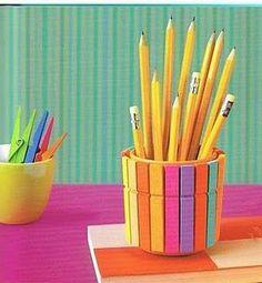 Useful Creative DIY Pencil Holder Ideas with Colorful Clothespins Kids Crafts, Summer Crafts, Preschool Crafts, Rangement Art, Pot A Crayon, Diy Y Manualidades, Ideias Diy, Fathers Day Crafts, Diy Recycle