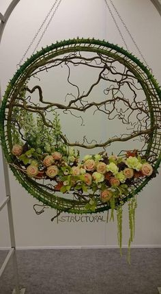 Best 11 Giant Wedding Wreaths: How-Tos on a Budget for The New Decor Trend Giant wedding wreaths are in RT mode in the 2018 wedding season. These are not your ordinary holiday wreaths hanging on your mother's fronIf you would rather not glue branch Design Floral, Deco Floral, Arte Floral, Ikebana, Flower Show, Flower Art, Fresh Flowers, Beautiful Flowers, Fleur Design