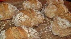 Pão caseiro em 5 minutos Ingredientes: 6 Chávenas de Farinha de Trigo 1 Chávena de Farinha Integral 1 Saqueta de Fermipan 1 Colher de sopa de Sal Grosso 3 Chávenas de Água Morna Preparação: Colocam-se …