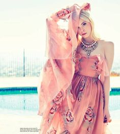 FASHION Magazine Summer 2014 cover: Elle Fanning No on earth can compete with Elle Fanning's Hollywood cachet. She's been on set with Cate Blanchett, shopped Rodeo Drive with Sofia Coppola. Floral Bustier, Dakota Fanning Y Elle, Zeina, Fashion Magazine Cover, Magazine Covers, Looks Style, Editorial Fashion, Beautiful People, Dress Up