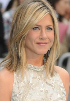 25 Medium Length Hairstyles You'll Want to Copy Now - Jennifer Aniston hair. As always, gorgeous!