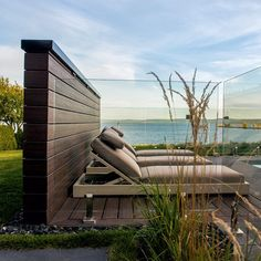 Cloison d'intimité: les écrans en composite Pergola, Gazebo, Outdoor Furniture Sets, Outdoor Decor, Discovery, Deck, Backyard, Home Decor, Courtyards