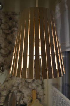 Opptenningspinner fra Biltema og en gammel lampeskjerm