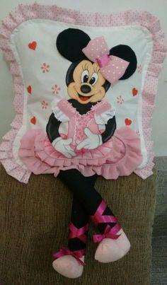 Compre Capa almofada Bailarina rosa no Elo7 por R$ 60,00 | Encontre mais produtos de Almofada e Decoração parcelando em até 12 vezes | Pintada com patch aplique, faço em outras cores,não acompanha enchimento, medida 45 x 45, encaixe tipo fronha., 8E77CE Baby Knitting Patterns, Cushion Cover Designs, Cushion Covers, Cute Cat Wallpaper, Asian Cards, Pillow Embroidery, Kit Bebe, Baby Pillows, Decor Pillows