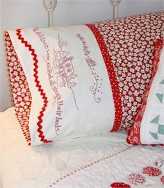 The Night Before Christmas Pillowcase ~ how could you not have the sweetest dreams using these pillows?  ♺ Kathy H