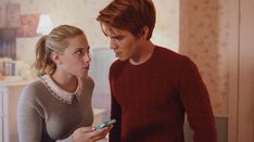 betty and archie discovered by ♡♡ Sara Otaku ♡♡ Riverdale Archie And Betty, Archie Comics Riverdale, Riverdale Betty, Riverdale Memes, Riverdale Cast, Chad And Abby, Scott And Allison, Betty Who, Stiles And Lydia