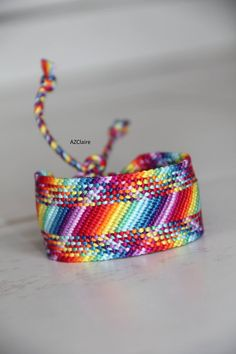 Hand-knotted cotton yarn Width: 3 cm Length: cm Adjustable, easy to fit . Making Friendship Bracelets, Diy Friendship Bracelets Patterns, Bracelet Making, Bracelet Fil, Bracelet Crafts, Thread Bracelets, Bead Loom Bracelets, Summer Bracelets, Cute Bracelets