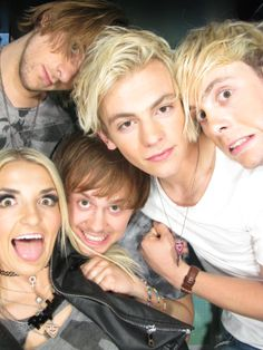 2014 RDMA Artist Photo Booth Archives - Radio Disney Music Awards R5