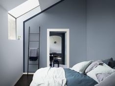 Wondering how to make a guest bedroom comfortable? Dr Dulux is here with big and small spare bedroom ideas and guest room essentials to make decorating easy Blue Gray Bedroom, Blue Bedrooms, Gray Rooms, White Bedroom, Spare Room, Blue Walls, New Room, Style At Home, House Colors