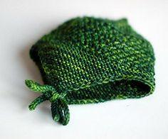Ravelry: Baby- eller barnelue med øreklaffer og snor med pomponger pattern by Bente Myhrer and Lilly Secilie Brandal