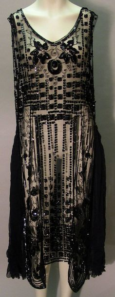 Sheer black beaded Art Deco flapper dress with geometric and foliate ivy-like beaded designs on . 30s Fashion, Fashion History, Art Deco Fashion, Look Fashion, Retro Fashion, Vintage Fashion, Flapper Fashion, Club Fashion, Edwardian Fashion