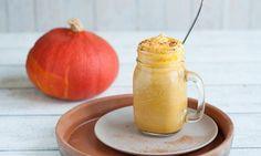 Pumpkin Spice Latte - Rezepte - Schweizer Milch Espresso, Pumpkin Spice Latte, Cantaloupe, Mason Jars, Menu, Fruit, Drinks, Tableware, Recipes