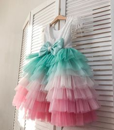 18 New Ideas crochet dress girl princesses Frocks For Girls, Dresses Kids Girl, Tutus For Girls, Kids Outfits Girls, Girl Outfits, Little Girl Gowns, Fashion Kids, Kids Frocks Design, Baby Frocks Designs