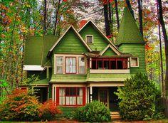Victorian, Portland, Oregon photo via besttravelphotos