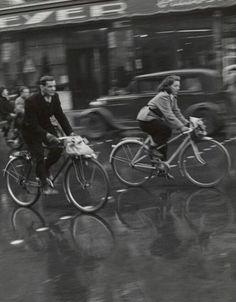 Todd Webb | Couple on bikes - Paris, 1950