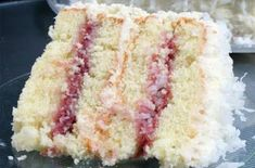 Coconut Cake With Raspberry Fillin Cake Recipes, Dessert Recipes, Frosting Recipes, Think Food, Yummy Cakes, Just Desserts, Cookies Et Biscuits, Cupcake Cakes, Sweet Treats