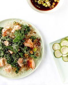 Lush Loves - Krispy kale, salmon and kelp noodle salad Kelp Noodles, Veggie Noodles, Seafood Recipes, Paleo Recipes, Whole Food Recipes, Paleo Meals, Clean Eating, Healthy Eating, Gourmet