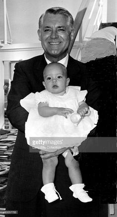 English-born American actor Cary Grant - with his baby daughter Jennifer Grant, Hollywood Stars, Classic Hollywood, Old Hollywood, Hollywood Glamour, Cary Grant Daughter, Jennifer Grant, Gary Grant, To Catch A Thief, North By Northwest