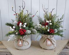Rustic Christmas, Christmas Diy, Christmas Wreaths, Merry Christmas, Holiday Fun, Primitive Christmas Decorating, Winter Centerpieces, Floral Centerpieces, Winter Flower Arrangements