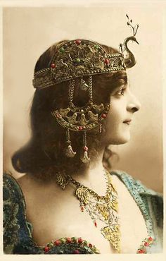 Style Inspiration: Vintage Belly Dance                                                                                                                                                                                 More