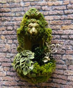 Fountain wall Miniature with green plants 1/12 scale