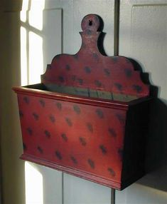 Carole's Country Antiques Collectibles Primitives Century Inspired Folk Art Painted Spice or Candle box Primitive Furniture, Primitive Antiques, Country Furniture, Antique Furniture, Old Wooden Boxes, Antique Boxes, Prim Decor, Country Decor, Small Furniture