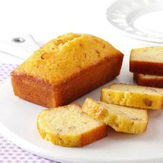 Little Amaretto Loaf Cakes Recipe -Using smaller pans and topping the cakes with amaretto glaze makes these loaves so incredibly moist. Christmas Desserts Easy, Christmas Baking, Xmas Food, Christmas Cakes, Christmas Sweets, Desserts For A Crowd, Easy Desserts, Cupcakes, Cupcake Cakes