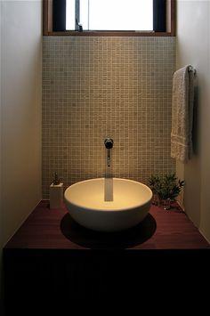 """""""家づくりを楽しもう"""" 住まいの写真で人をつなぐ新感覚ソーシャルネットワーク in 2019 Washroom, Hand Washing, Basin, Laundry Room, Interior Architecture, Bathroom Lighting, Toilet, New Homes, Bathtub"""