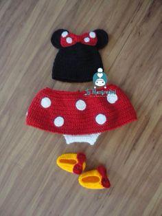 Crochet Minnie inspired baby set in red. Conjunto inspirado na Minnie em vermelho.