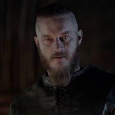 """100 Me gusta, 1 comentarios - @travisfimmelphoto en Instagram: """"#TravisFimmel #RagnarLothbrok #Ragnar #Vikings"""""""