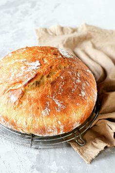 Le pain fait-il vraiment grossir ? 🍞🥖 Le pain fait partie de la tradition française, à tel point que certains réclament l'inscription de la baguette au patrimoine immatériel mondial de l'Unesco. Des siècles durant plébiscité, le pain est aujourd'hui en disgrâce puisqu'un mythe prétend qu'il ferait grossir. Alors, info ou intox ? 🕵️♀️ #pain #healthyfood #alimentationsaine #pertedepoids #minceur #nutrition #santé Mythe, Unesco, Info, Hui, Baguette, Point, Hamburger, Nutrition, Bread