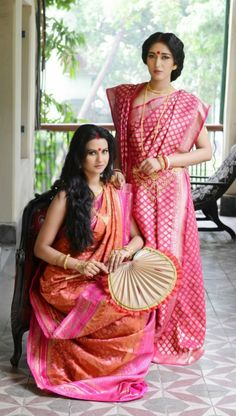 Bengali saree with a twist You can wear a traditional Bengali drape or try this: Pleat the pallu and let it go over the left shoulder from front side itself. Bengali Saree, Bengali Bride, Bengali Wedding, Saree Wedding, Indian Sarees, Bangladeshi Saree, Wedding Shoot, Indian Bridal, Wedding Dress