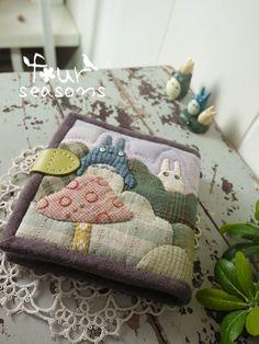 #四季学员作品#bytina龙猫短款多卡位钱包 Totoro, Studio Ghibli, Kawaii, Learn To Sew, Machine Embroidery Designs, Couture, Sewing Projects, Coin Purse, Pouch