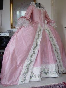 Robe a la francaise lavet efter Morreau le Jeunne