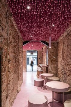 12,000 pink-painted wooden sticks by Ideo Arquitectura | Café interiors