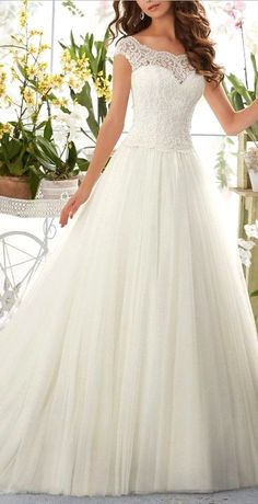 White wedding dress. All brides dream about having the most appropriate wedding, but for this they require the perfect wedding gown, with the bridesmaid's outfits complimenting the brides dress. These are a number of tips on wedding dresses.