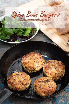 These spicy bean burgers are a doddle to make and have proved a big hit with the family. Flavoured with curry powder and chilli, they are so tasty you simply will not miss the meat in these burgers Bean Recipes, Vegetarian Recipes, Healthy Recipes, Savoury Recipes, Healthy Food, Veggie Bean Burger, Barbecue Side Dishes, Midweek Meals, Vegan Burgers