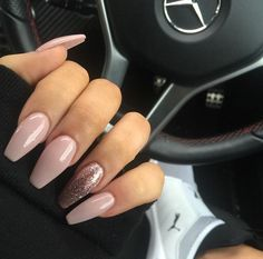 Opting for bright colours or intricate nail art isn't a must anymore. This year, nude nail designs are becoming a trend. Here are some nude nail designs. Prom Nails, Long Nails, Wedding Nails, Gorgeous Nails, Pretty Nails, Perfect Nails, Acrylic Nail Designs, Nail Art Designs, Nails Design
