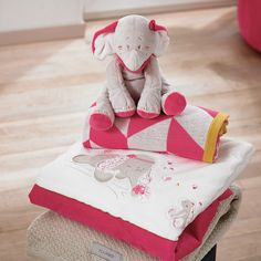 Anna & Pili #noukies #elephant #rabbit #baby #chambre #bébé #pink #white