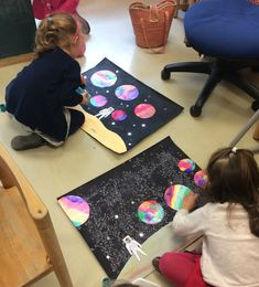 Space crafts for kids help your children learn about galaxies, planets and outer space and more. These easy yet impressive solar system arts and crafts would keep them engaged for long. Outer Space Crafts For Kids, Space Activities For Kids, Diy Crafts For Kids, Projects For Kids, Solar System Crafts, Space And Astronomy, Astronomy Science, Space Theme, Science For Kids