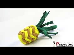 Pinapples that is! In this tutorial I demonstrate how to make a paracord pineapple. This project was inspired by a paracord pine. Paracord Belt, Paracord Knife, Paracord Keychain, Paracord Bracelets, Knot Bracelets, Survival Bracelets, Bangles, Parachute Cord Crafts, Paracord Tutorial